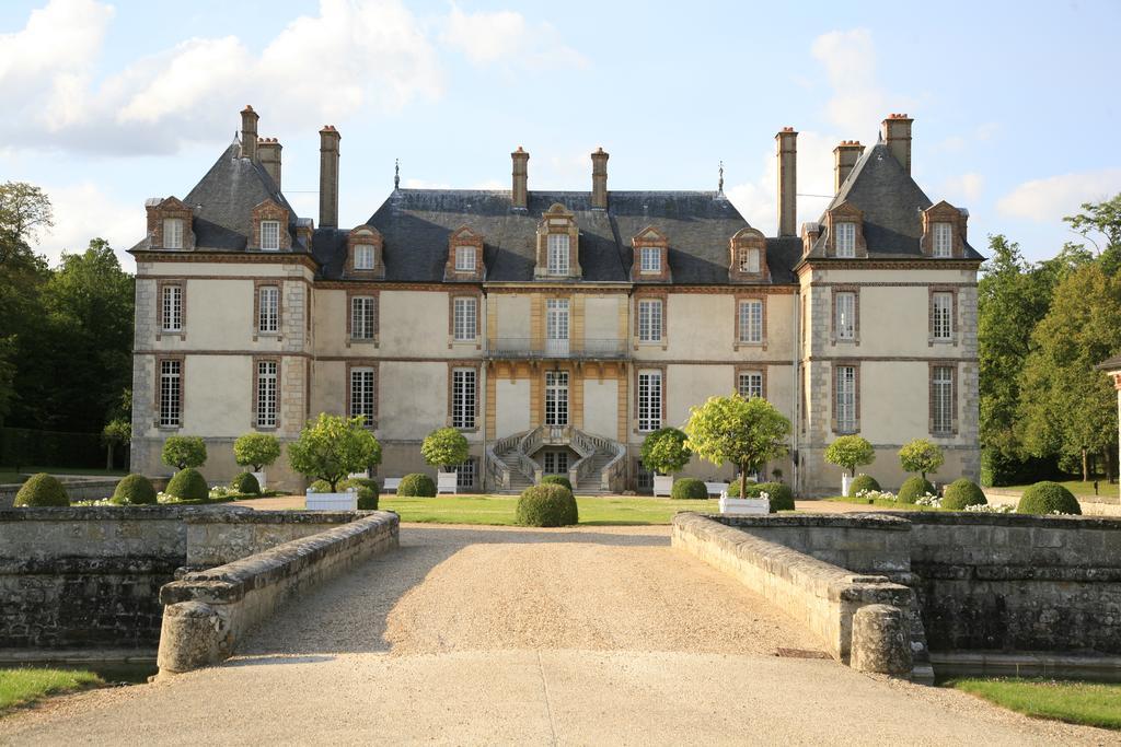 Arrivée au Château de Bourron