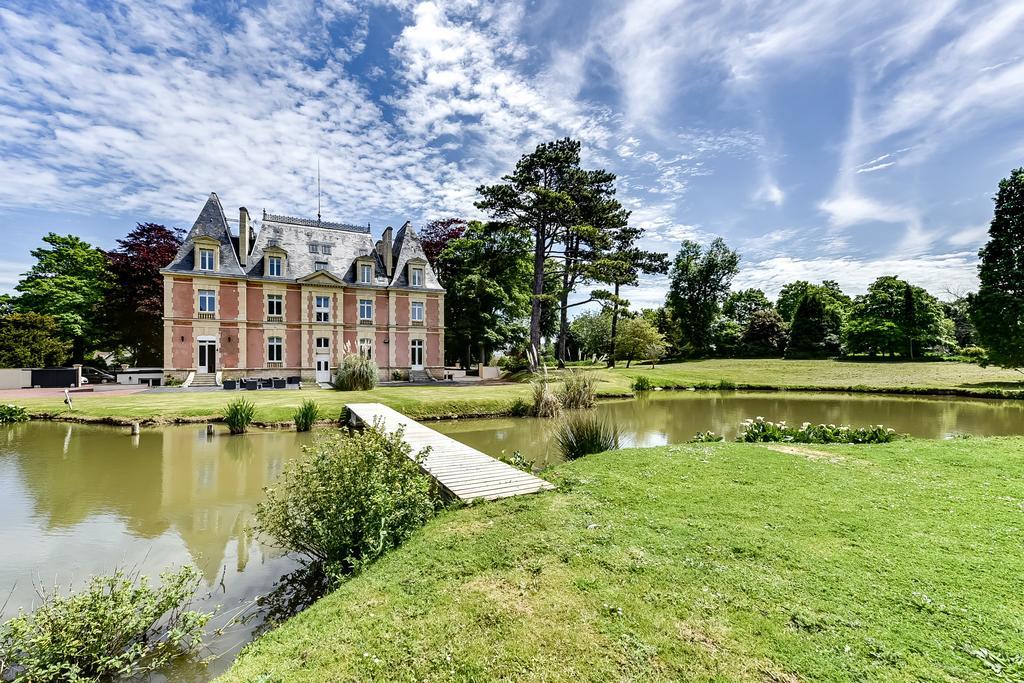 Le château Côte de Nacre vu de son parc