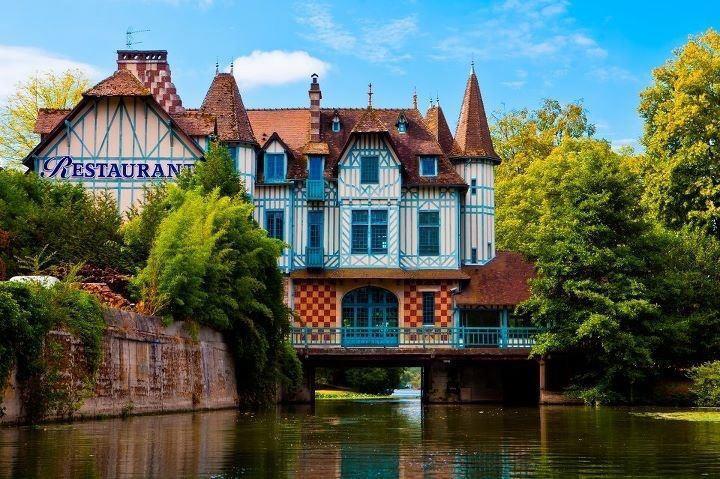 Le Moulin de Connelles vu de la Seine