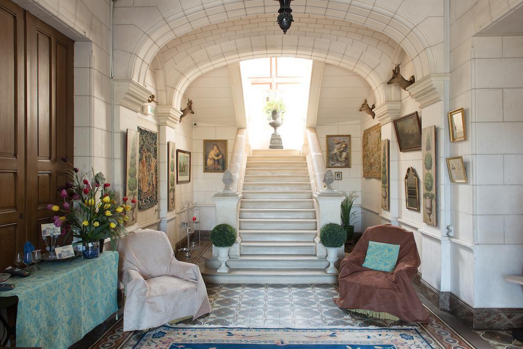 Hall et escalier du Château du Deffay - Sainte-Reine-de-Bretagne (Loire-Atlantique - 44)