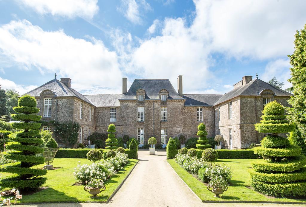 Majestueuse allée pour arriver au Chateau de La Ballue en Ille-et-Vilaine (35)