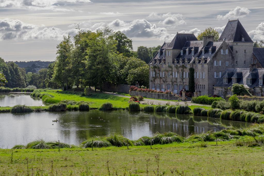 Manoir du Stang à La Forêt-Fouesnant (Finistère) et son plan d'eau